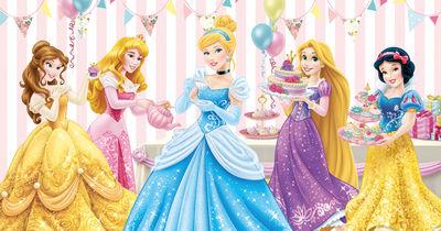 Фотообои Чаепитие с принцессами артикул 830108